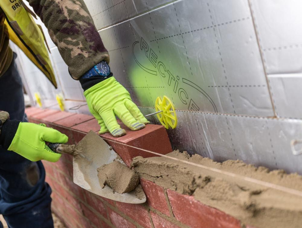 Bricklaying next to Recticel Insulation Eurowall + image