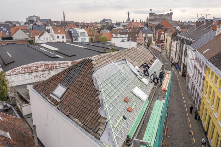 Renovatie hellend dak met Euroroof isolatie van Recticel Insulation