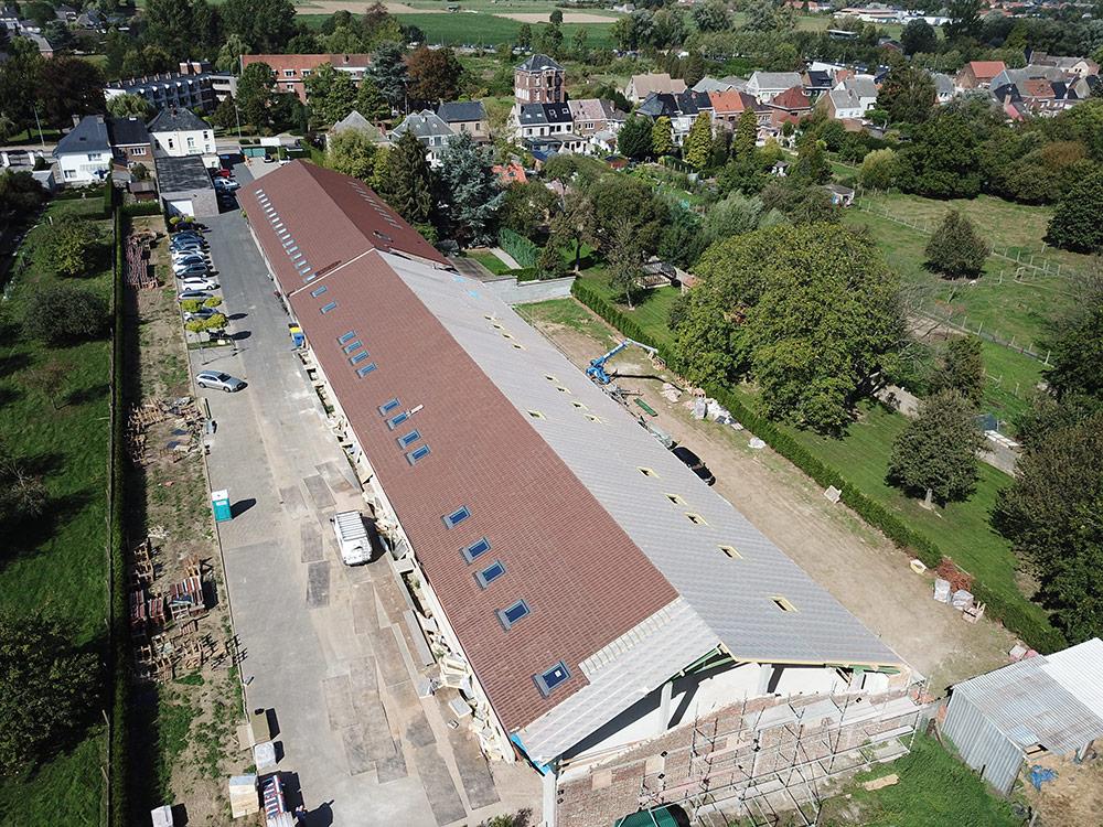 Recticel Insulation L-Ments<sup>®</sup> isolatiepanelen voor Plat dak in opmerkelijk bouwproject te Haaltert