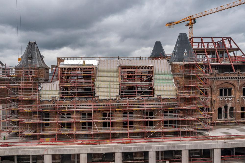 Renovatie hellend dak in Leopoldskazerne te Gent