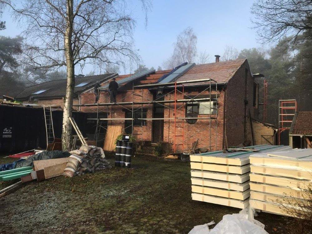 Verbouwing in fasen met L-ments hellend dakisolatie te Antwerpen