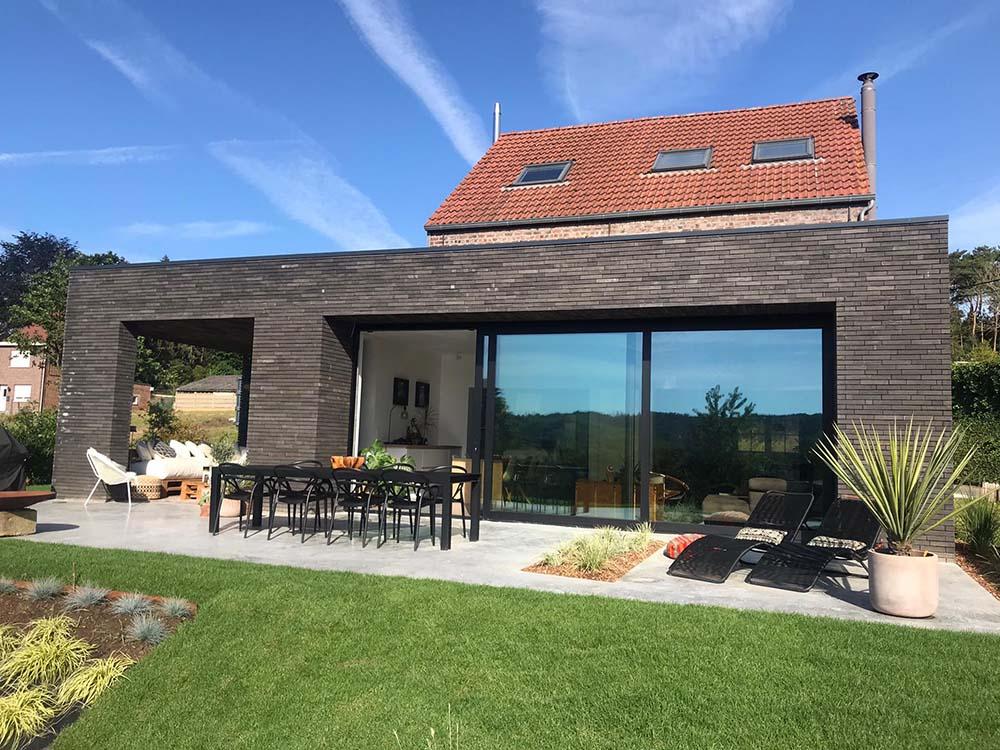 Energiezuinige renovatie te loonbeek met Recticel spouwmuur-en plat dak isolatie achtergevel