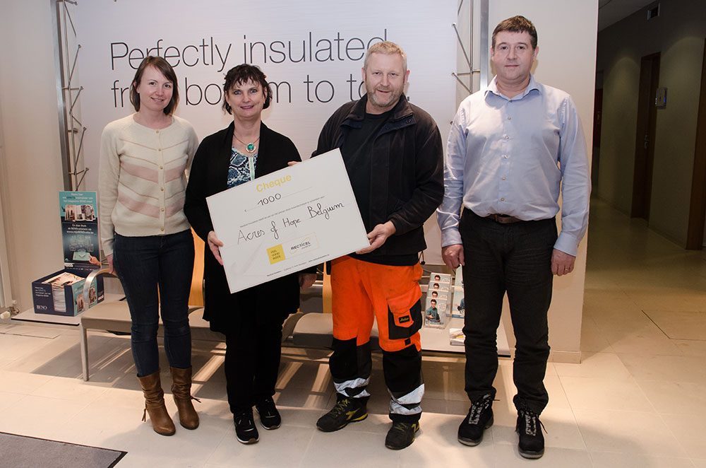 Recticel Insulation schenkt cheque van € 1.000 aan Acres of Hope Belgium