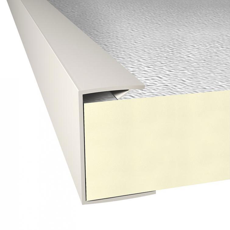Pvc U-profiel voor de installatie en bevestiging van Recticel Insulation isolatieplaten bij voordaken in agrarische gebouwen