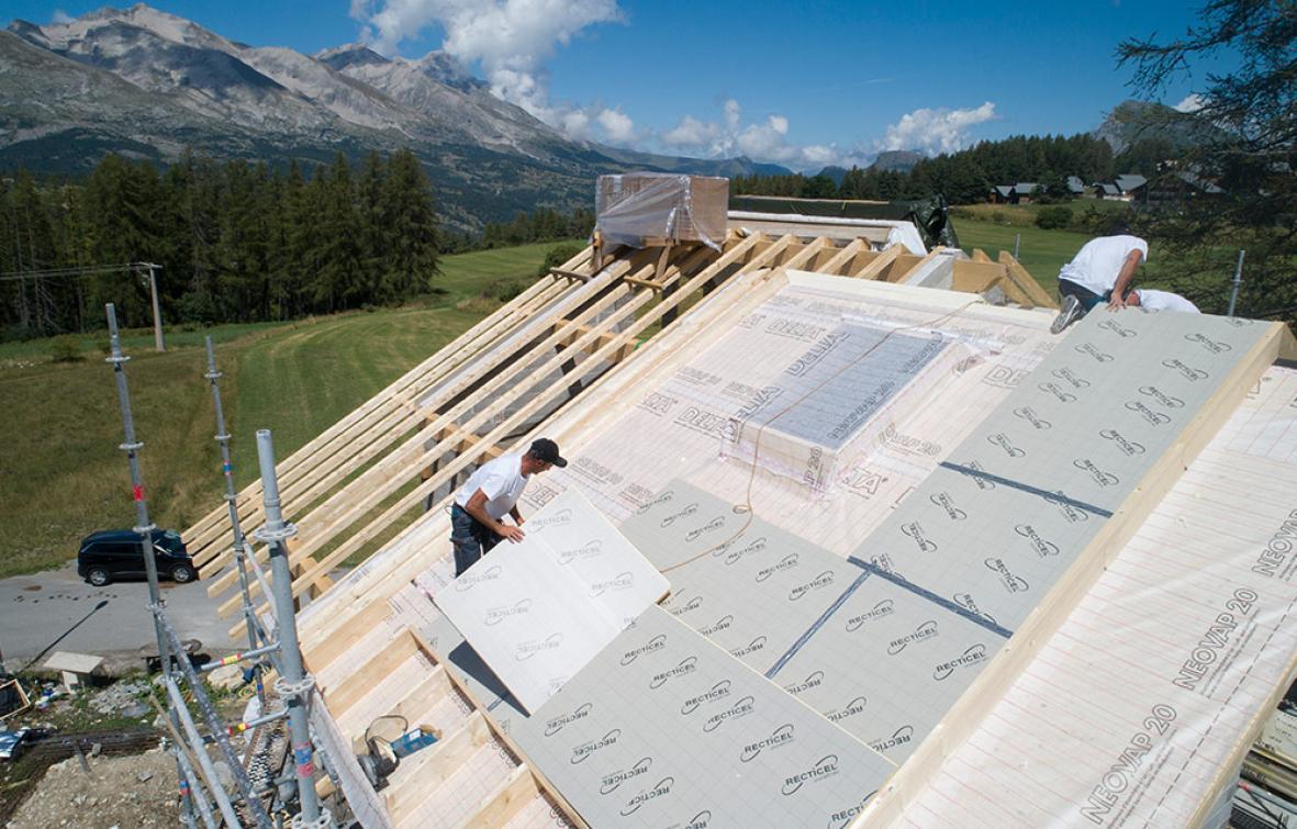 Eurotoit<sup>®</sup> Montagne est un nouveau panneau d'isolation thermique spécialement conçu pour les régions montagneuses.