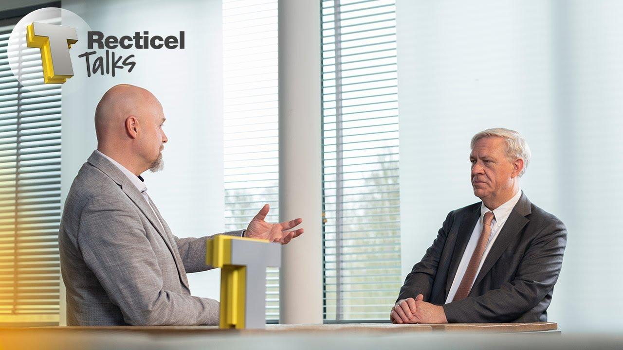 Marc Dillen en Geert Dekyvere bespreken de voordelen van een BIM-model