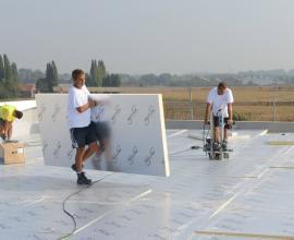 Eurothane Silver Thermische isolatieplaat voor platte daken compatibel met mechanisch bevestigde eenlaagse dakbedekkingsfolies.